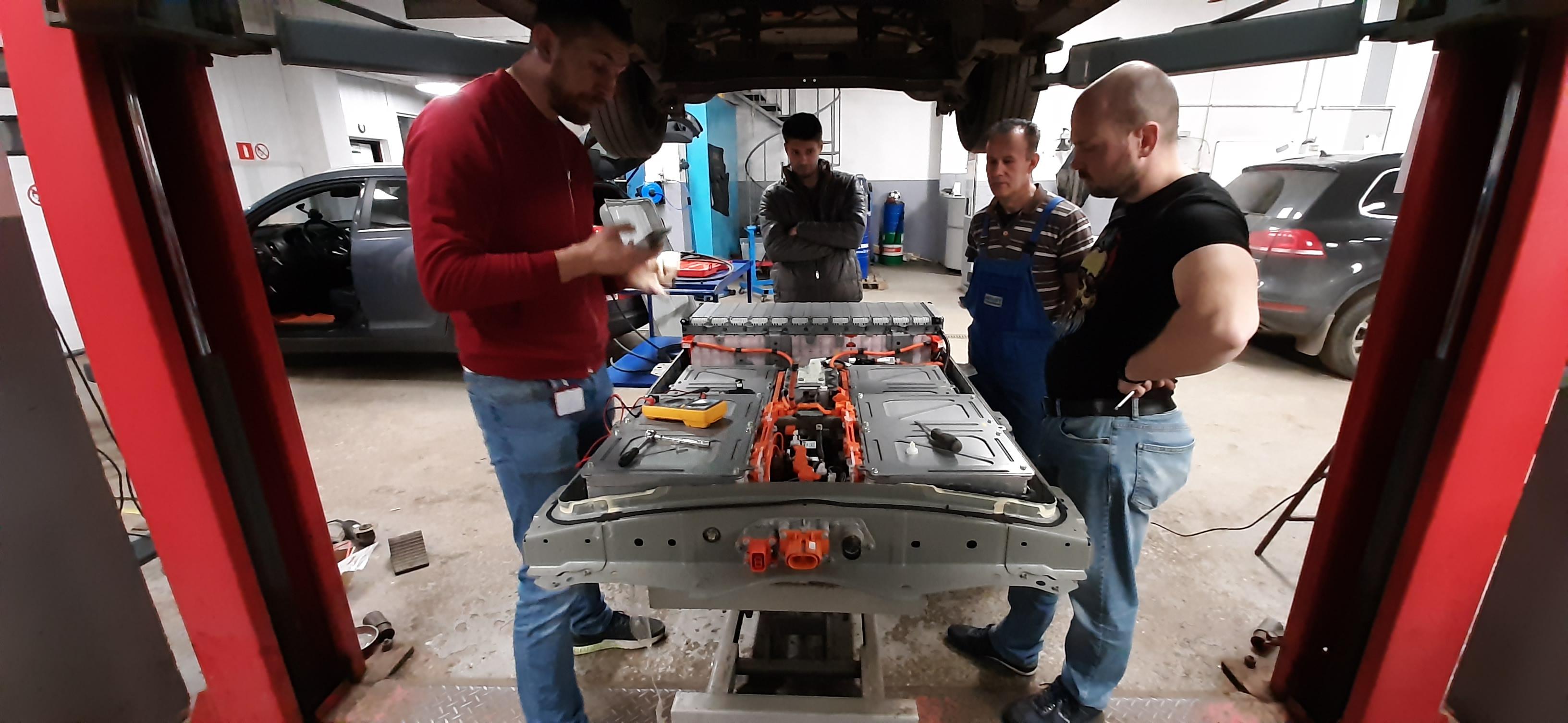 Установка доп.батареи 11.8Kw в багажник Nissan Leaf в Липецке!